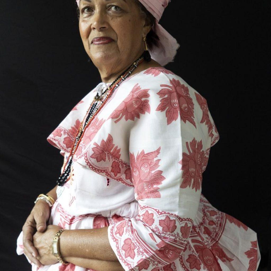 Christine van Russel Henar directeur Koto museum Paramaribo curator van koto tentoonstelling